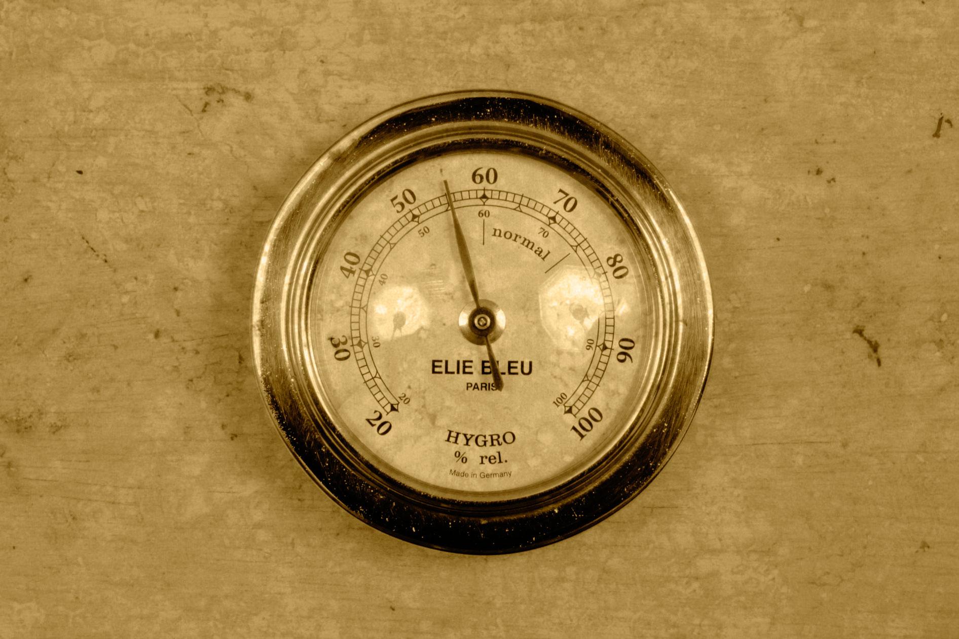Два недорогих гигрометра - измерение влажности воздуха в 67